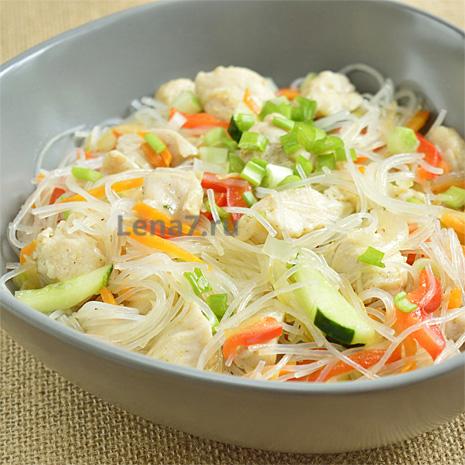 Вкусный салат из фунчозы с курицей и овощами – пошаговый рецепт с фото