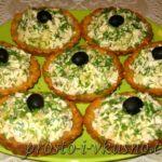 Салат из курицы с ананасом и сыром в картофельных тарталетках – рецепт