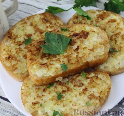 Горячие бутерброды с луком и яйцом (на сковороде)