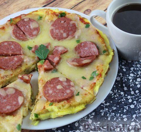 """""""Пицца"""" на хлебе, с колбасой и сыром (на сковороде)"""