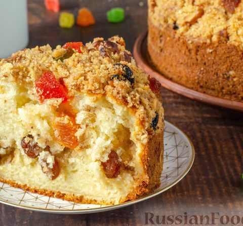 Пирог с цукатами и штрейзелем с орехами и изюмом
