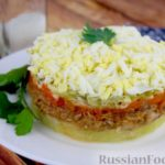 Слоёный салат с килькой в томате и солёными огурцами