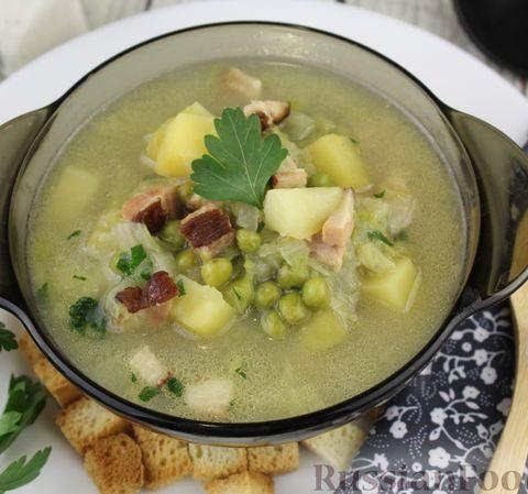 Суп с копчёной грудинкой, пекинской капустой и зелёным горошком