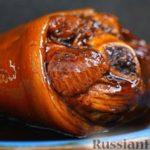 Свиная рулька, тушенная в пиве, с медовой глазурью