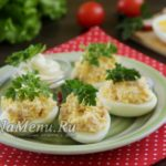 Яйца, фаршированные ветчиной, сыром и чесноком – самые вкусные!