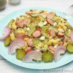 Картофельный салат с сосисками, маринованными огурцами и яйцами