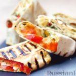 Лаваш с сыром сулугуни, помидорами и зеленью (на сковороде)