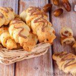 Творожные рогалики с шоколадом, грецкими орехами и финиками