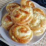 Сдобные булочки с творожной начинкой и апельсиновой глазурью
