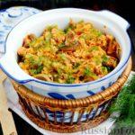 Тушеная капуста с грибами и курицей, в томатном соусе