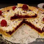 Открытый песочный пирог с ягодами