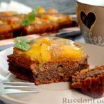 Открытый шоколадно-творожный пирог с персиками