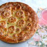 Дрожжевой пирог с малосольными огурцами и яйцом