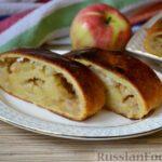 Творожный рулет с яблоками и орехами