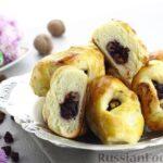 Булочки с вишнёвым вареньем, изюмом и орехами