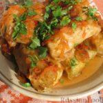 Голубцы с курицей, овсянкой и стручковой фасолью, в томатном соусе