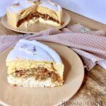 Пирог из песочного теста и блинов, с яблоками, творогом, сухофруктами и орехами