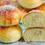 Сдобные булочки с сахаром-рафинадом и сливочным маслом
