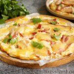 Пицца с беконом, моцареллой и соусом из сливочного сыра