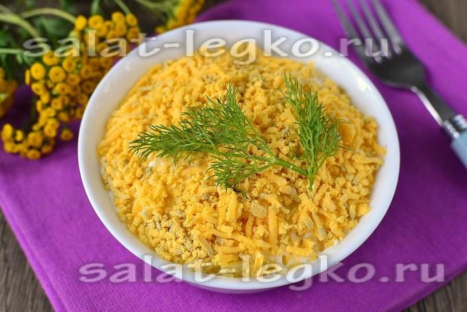Классический салат Мимоза с консервой и сыром – рецепт с фото пошагово