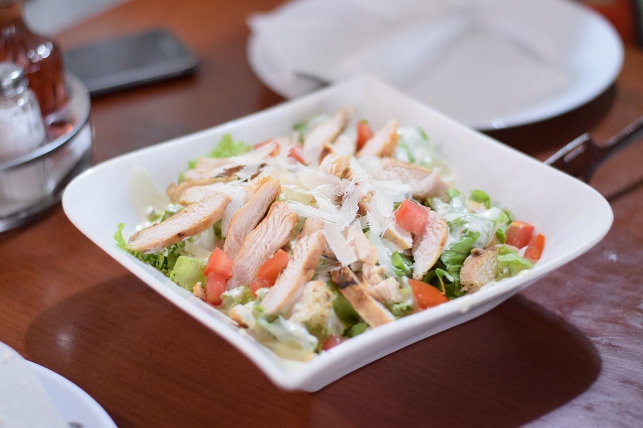 Классический салат Цезарь с курицей – простой домашний рецепт с фото