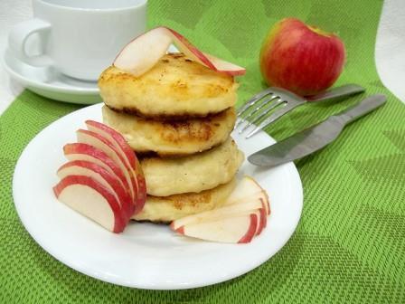 Сырники с яблоками и творогом на сковороде – рецепт пошагово с фото