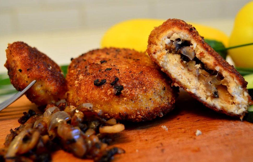 Куриные биточки из филе грудок с грибами – вкусный рецепт с видео