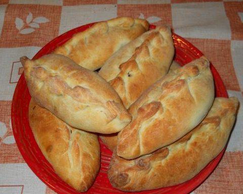 Пирожки с рыбой и рисом из дрожжевого теста – пошаговый рецепт с фото