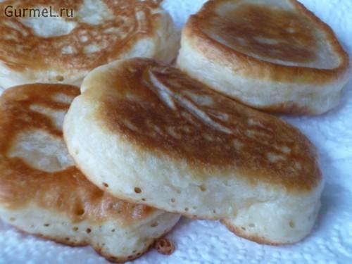 Пышные оладьи на кефире без дрожжей – простой рецепт с фото пошагово