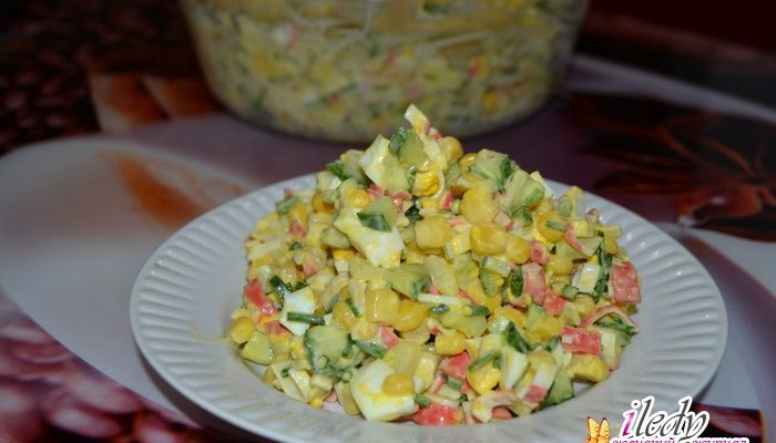 Салат из крабовых палочек со свежими огурцами — пошаговый фото рецепт