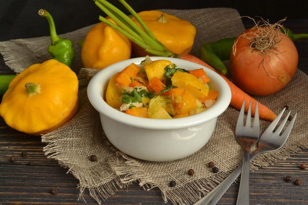 Овощное рагу с курицей и патиссонами в жаровне – фото рецепт пошагово