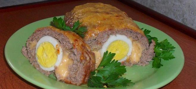 Мясной рулет с начинкой яйцом и сыром в духовке – рецепт с фото