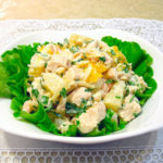 Салат с курицей консервированными ананасами и креветками – рецепт