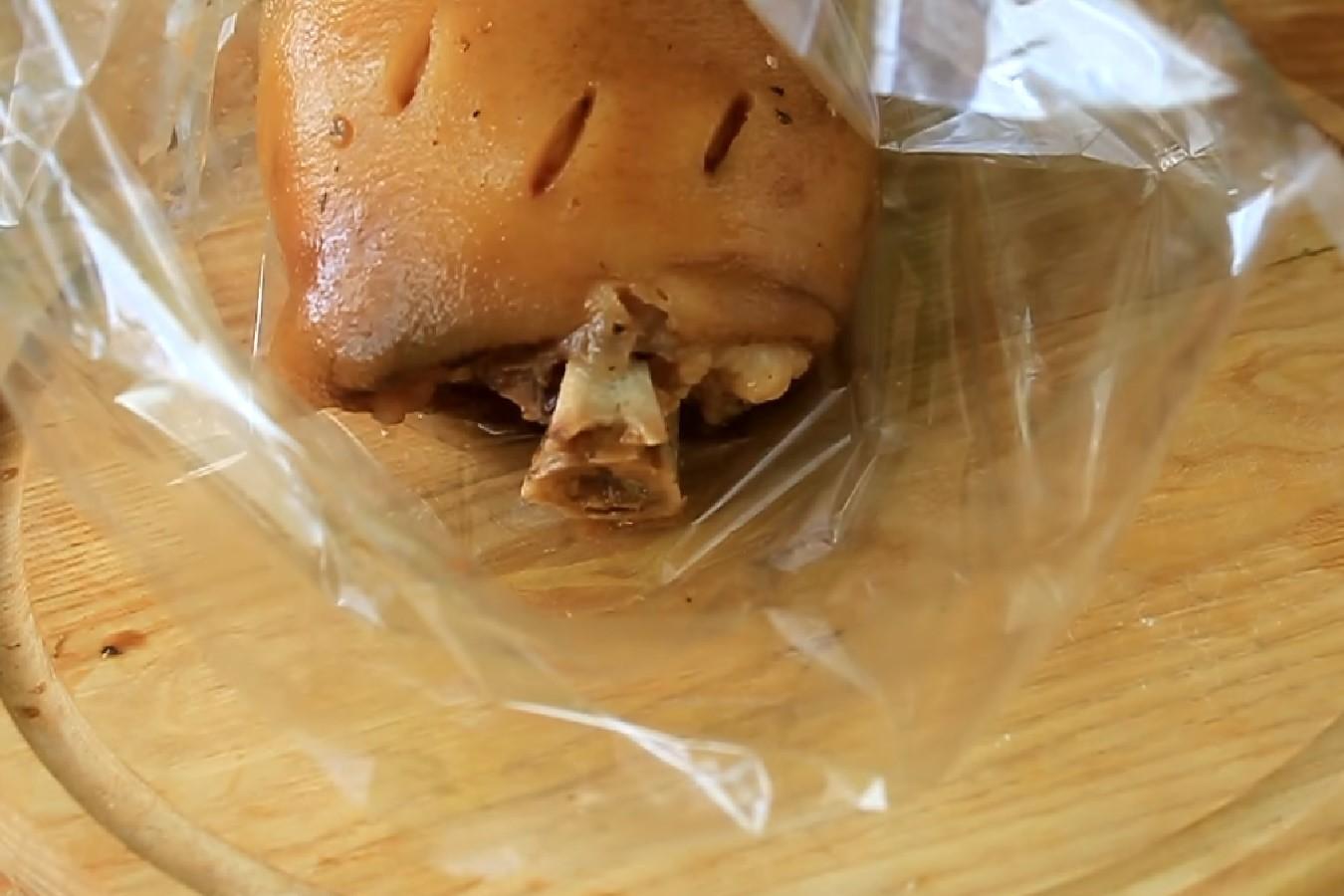 Свиная рулька, запеченная в духовке: рецепт с фото пошагово 84