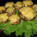 Фаршированные шампиньоны с сыром запеченные в духовке – рецепт с фото