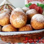 Вкусные творожные пончики с малиновым джемом жареные в масле – рецепт