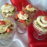 Фруктовый салат с грецкими орехами и ягодами – простой рецепт с видео