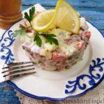Мясной салат из копченой курицы с яблоком и грушей — рецепт