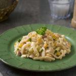 Салат из кальмаров с огурцом и консервированной кукурузой — рецепт